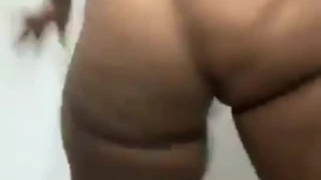 Big ass naked twerk