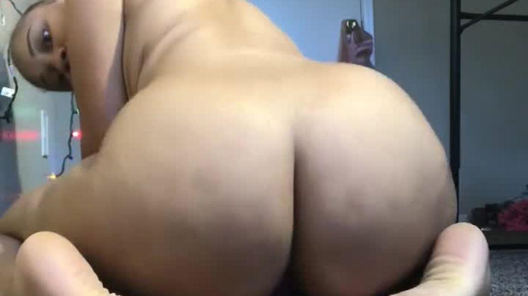 Big ass and dildo